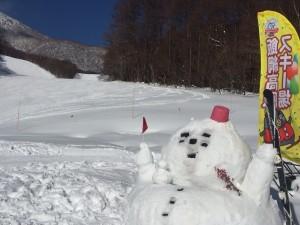 飯綱高原スキー学校横の雪だるま