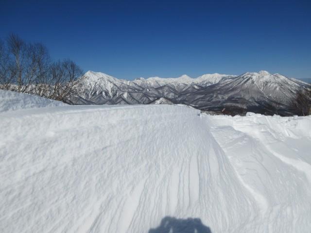 雪庇と高妻山・焼山・火打山・妙高山・手前 黒姫山