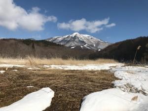 大谷地湿原から飯縄山を望む