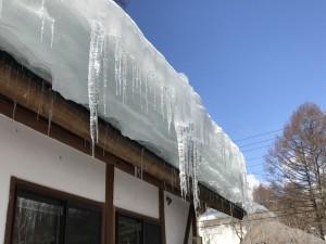 屋根にはまだ雪がたくさん