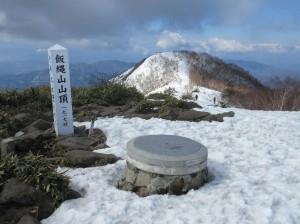 山頂より南峰を望む