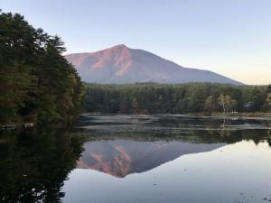 飯綱湖から望む飯縄山