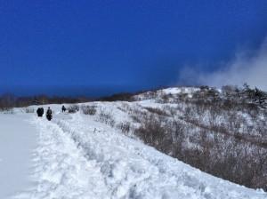 南峰への登り